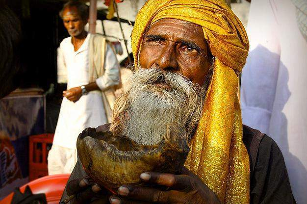 Aghor - a shaiva sect of sadhus in India   Holy cannibals of
