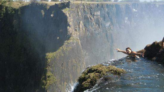 Devil 39 s swimming pool at the edge of victoria falls in zambia the most dangerous swimming pool for Devils swimming pool victoria falls