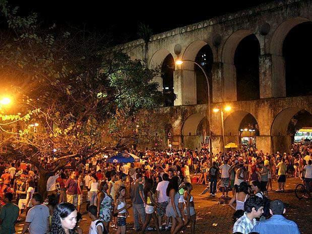 Lapa district the nightlife center in rio de janeiro for Miroir night club rio de janeiro