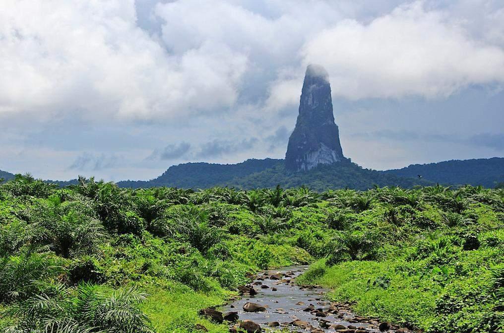 The Dark Tower of São Tomé » Tripfreakz.com