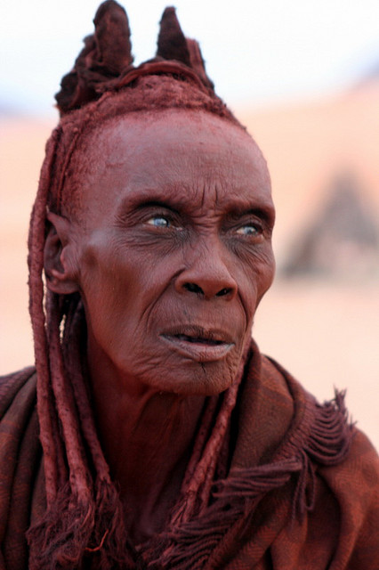 the himba namibia Hidden away in northern namibia, the indigenous himba tribe has resisted westernisation and the encroaching tourism industry, despite drawing fascinated travellers.